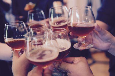В молодому віці не варто вживати багато алкоголю