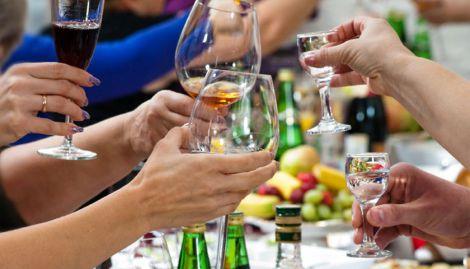 Алкоголь на святковому застіллі