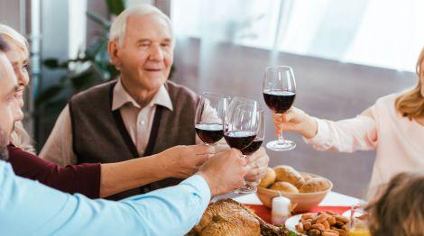 Користь алкоголю для людей похилого віку
