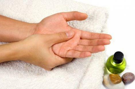 Масаж пальців зменшує больові синдроми