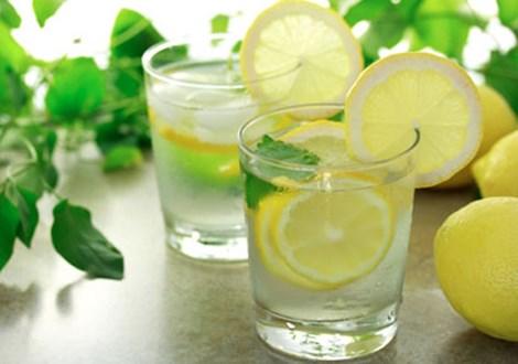 Лимонний коктель для схуднення від Анджеліни Джолі