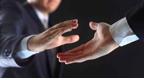 Рукостискання негативно впливають на психіку