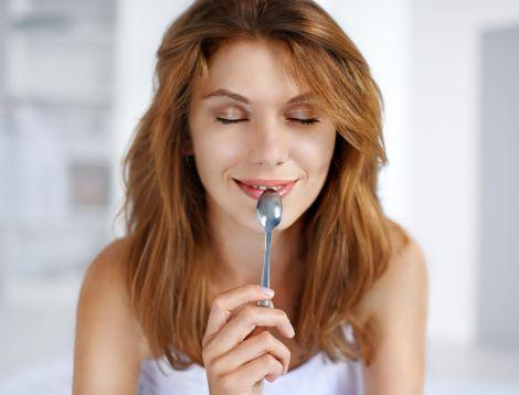 Покращення вигляду волосся за допомогою вправи з ложкою